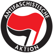 Logo der Antifaschistischen Aktion mit roter und schwarzer Fahne
