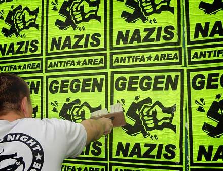 Plakate gegen Nazis